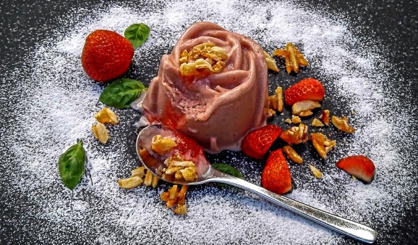 Frozen Erdbeerjoghurt mit Basilikum
