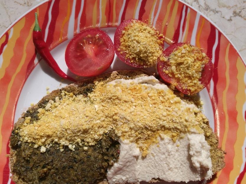 Gastbeitrag Parmesan Ersatz mit Cashew Kernen als Pulverstreu