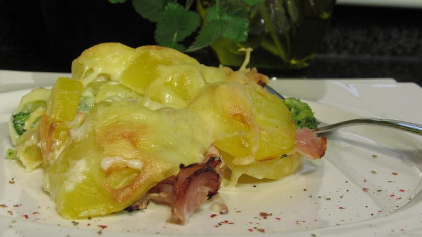 Kartoffelauflauf mit Schinken und Brokkoli