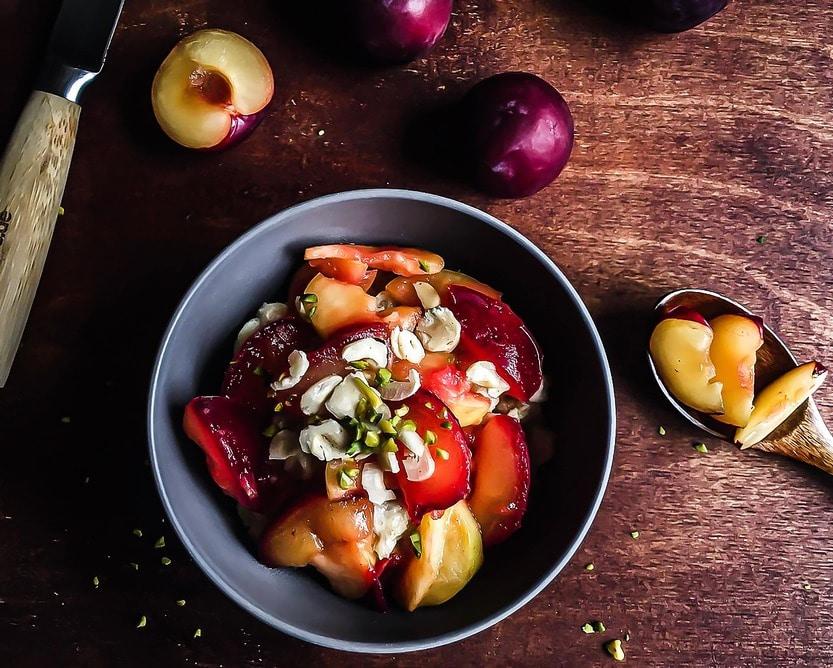 Porridge mit Apfel Pflaumen Kompott - so einfach bereitest Du es zu