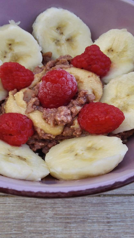 Schokoladen Protein Porridge mit Müsli