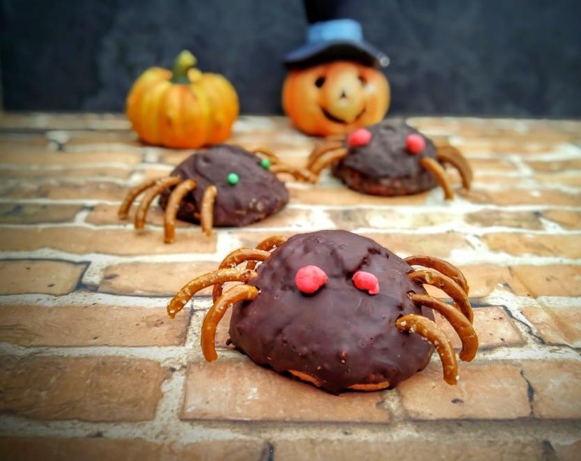 Süße Spinnen für Halloween