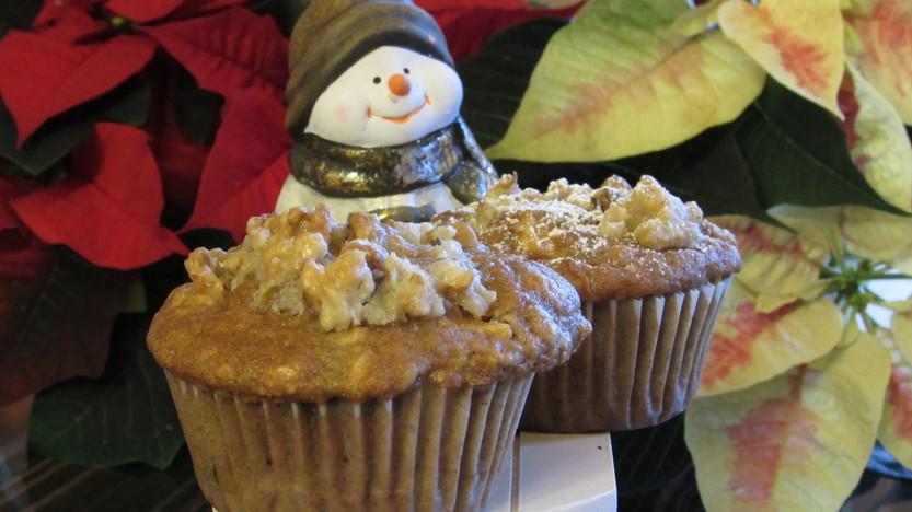 Weihnachtsmuffins mit karamellisierten Walnüssen