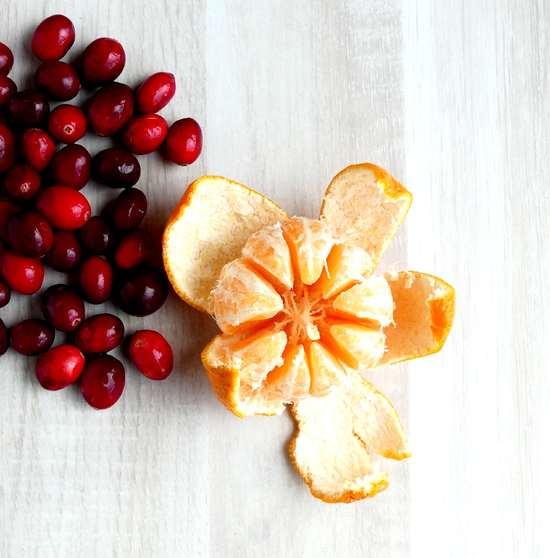 Nun die Clementinen schälen, wiegen und in den Kochtopf geben.
