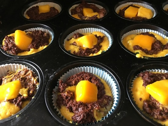 Die Muffin Backform auf den mittleren Einschub in den vorgeheizten Backofen geben sowie den Kurzzeitmesser auf 20 Minuten stellen.