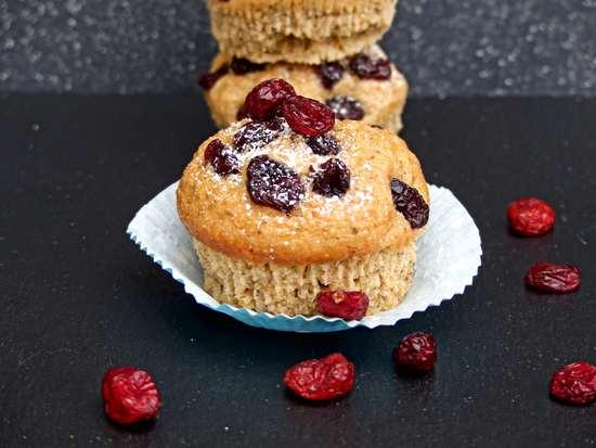 Die Muffins aus dem Backofen holen und abkühlen lassen, bevor sie serviert werden.