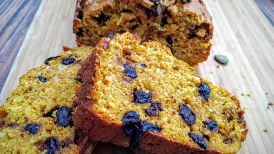 Ich kann Euch das Gute Laune Brot mit sehr wenig Zucker nur empfehlen, denn es schmeckt wirklich köstlich und kommt in der Tat ohne Unmengen an Zucker aus.