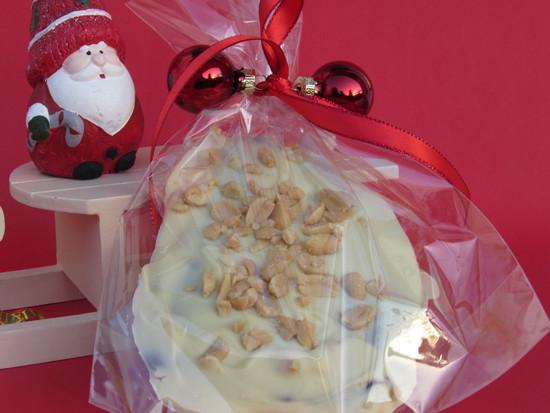 Wer die Schokolade verschenken möchte, kann sie in Cellophantüten geben und auf diese Weise hübsch verpacken.