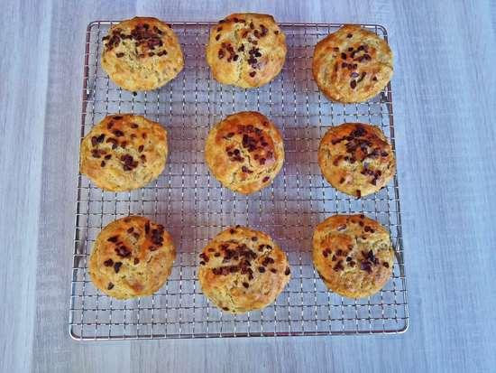 Die Muffins kurz abkühlen lassen, bevor sie gegessen werden.
